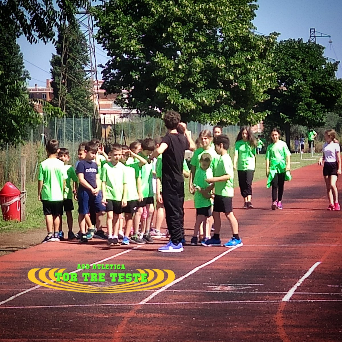 Davide Di Giacomo insieme al suo #gruppo di #atleti per la seduta di #allenamento.   #lazio #roma #fidalroma #fidallazio #verdefluo #atletica #atleticatortreteste #correre #run #running #fit #fitness #sport #active #tokio2020 https://t.co/PrnKJy1WXz
