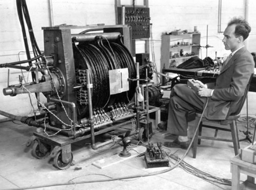 """Physics In History on Twitter: """"Physics Photo Of the Day: Carl Anderson  with the magnet cloud chamber with which he discovered the positive  electron, or positron (in 2 Aug, 1932) For this"""