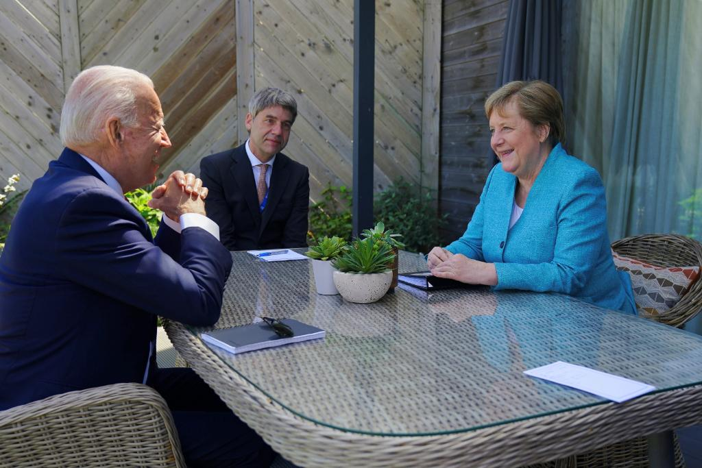 I had a great meeting with German Chancellor Angela Merkel today. The ties between our two nations are stronger than ever — and I'm excited to welcome her to the White House next month to continue our work. https://t.co/QJtOQiIKcf