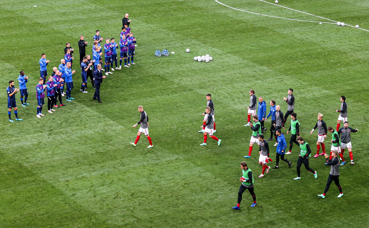 The players are back on the pitch, with the Finland squad applauding the Denmark team on to the field 👏 https://t.co/5KIGpL0ZNy