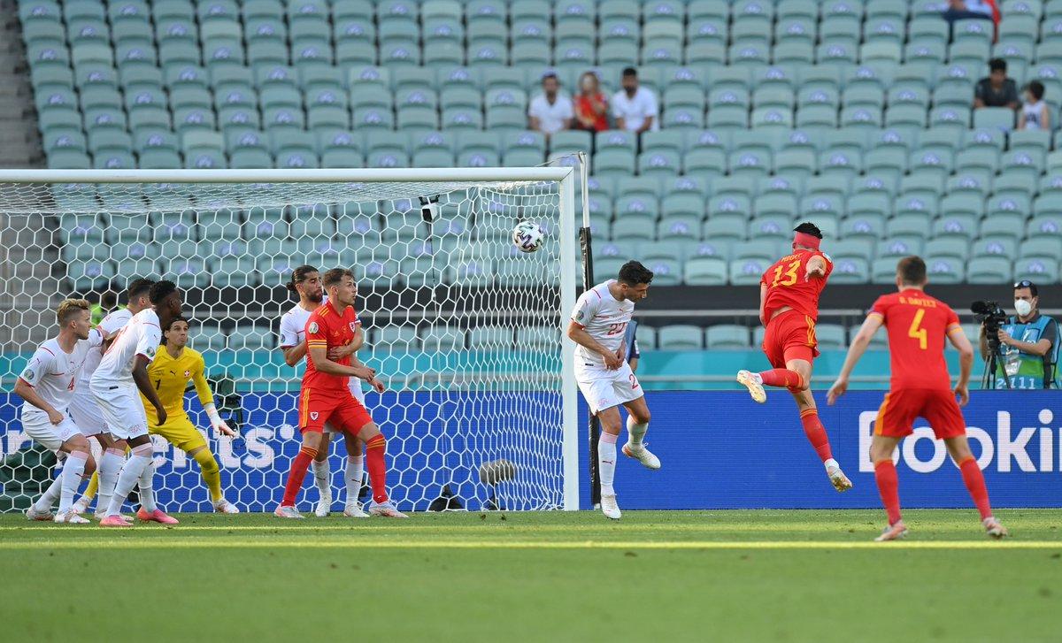 📸 Kieffer Moore nets the equaliser in Baku ⚽️  #EURO2020 https://t.co/KXk8CukOzS