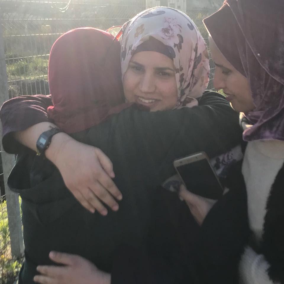 مصادر محلية: الشهيدة التي ارتقت بعد اطلاق النار تجاهها عند حاجز قلنديا ظهر اليوم، هي الأسيرة المحررة ابتسام كعابنة من مخيم عقبة جبر في أريحا. https://t.co/xvFXD6GFi3