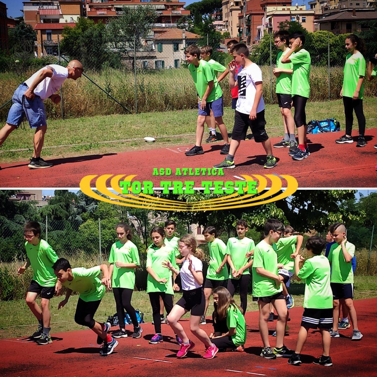 Il nostro tecnico Ottavio Fabri spiega l'#esercizio agli #atleti... E loro lo eseguono come spiegato. Sembra che ascoltino 😀  #lazio #roma #fidalroma #fidallazio #impegno #atletica #velocità #atleticatortreteste #verdefluo #fast #run #correre #running #fit #fitness #insegnamento https://t.co/eupbkq34EW