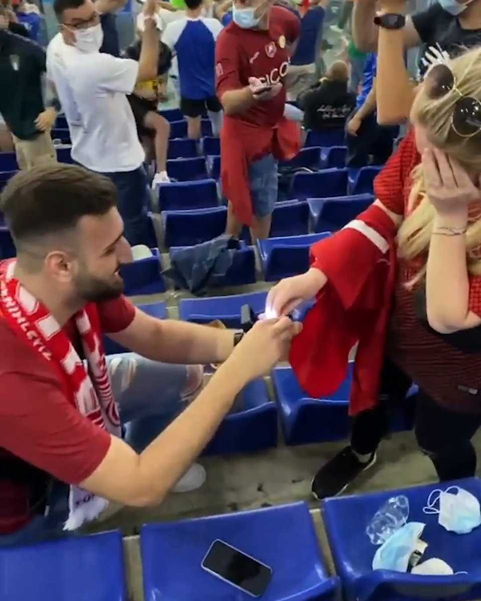 He proposed to her at Turkey's opening match at #EURO2020 ❤️🇹🇷  (via younesxsari/Instagram) https://t.co/ppfE2Bfojk