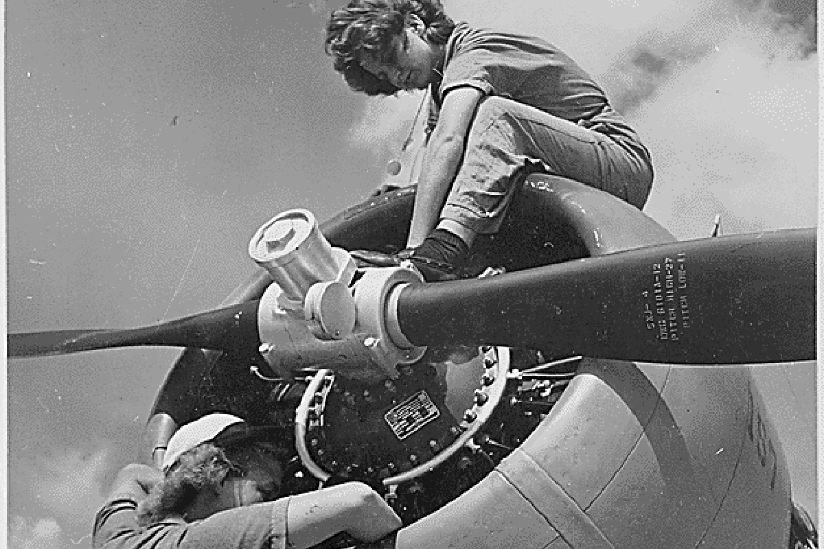 Today is #WomenVeteransDay, a day to honor the many brave women who have served in the Armed Forces. Thank you to all of our female veterans for defending our country and freedom.   📸: National Archives and Records Administration | 1943 https://t.co/yJc0br1SG4