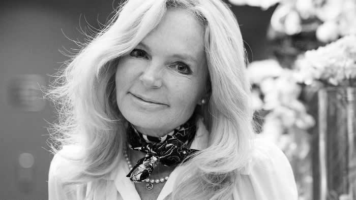 Irische Bestseller-Autorin Lucinda Riley verstorben https://t.co/OxveCVE7Sa #Articles de Presse #Avis de décès via @MemoiredeGuerre https://t.co/FhSawz5zdC