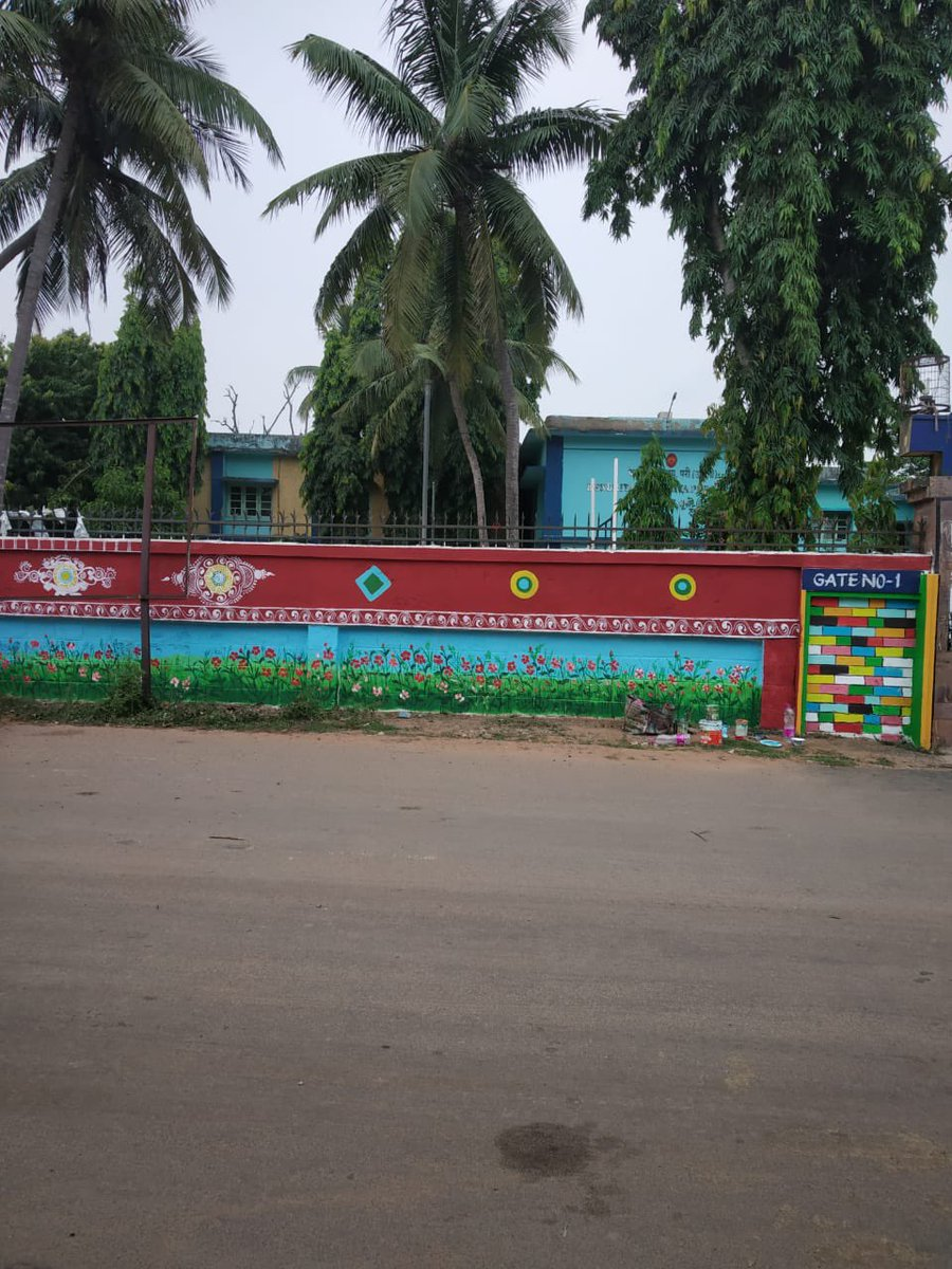 Wall paintings on the compound wall of Kendriya Vidyalaya by Puri Municipality. If you have any other public spaces in mind which can be beautified, please suggest. We will try and take up. https://t.co/sX8qWEcKAX