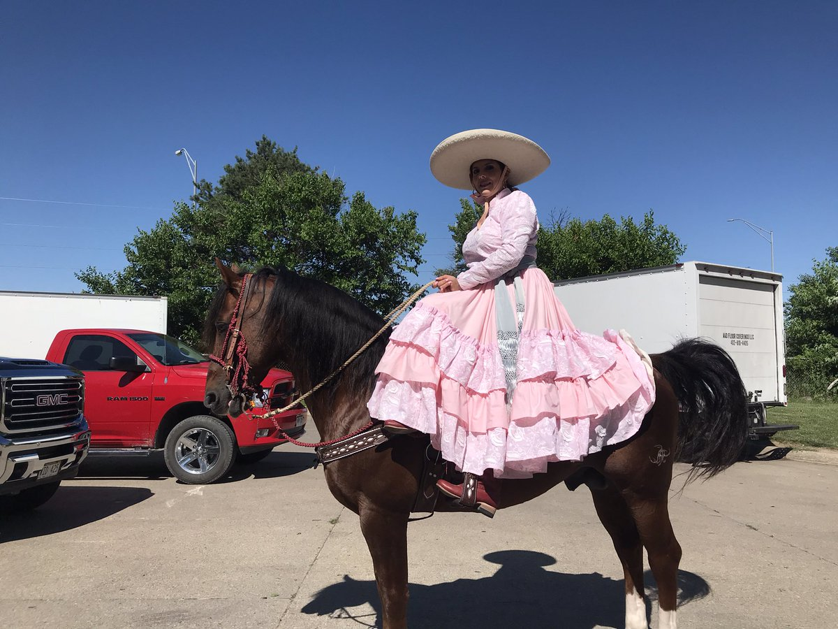Noticed on my ride to #CincodeMayo : Ana Alvarez & her horse, Jarrito, warming up on a side street before their noon performance at La Plaza de la Raza in beautiful South Omaha. Ana's originally from Jalisco; she's lived in Omaha 20 years. https://t.co/tK91yxkSIi