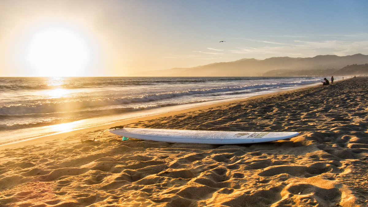 Warmer temperatures are expected in #SantaMonica 🌴🌊and across @CountyofLA starting this weekend and into the next week.    🌡️☀️For tips to stay cool during warmer temperatures this summer https://t.co/GpHHpmrDq6 https://t.co/yTmKi3szgt