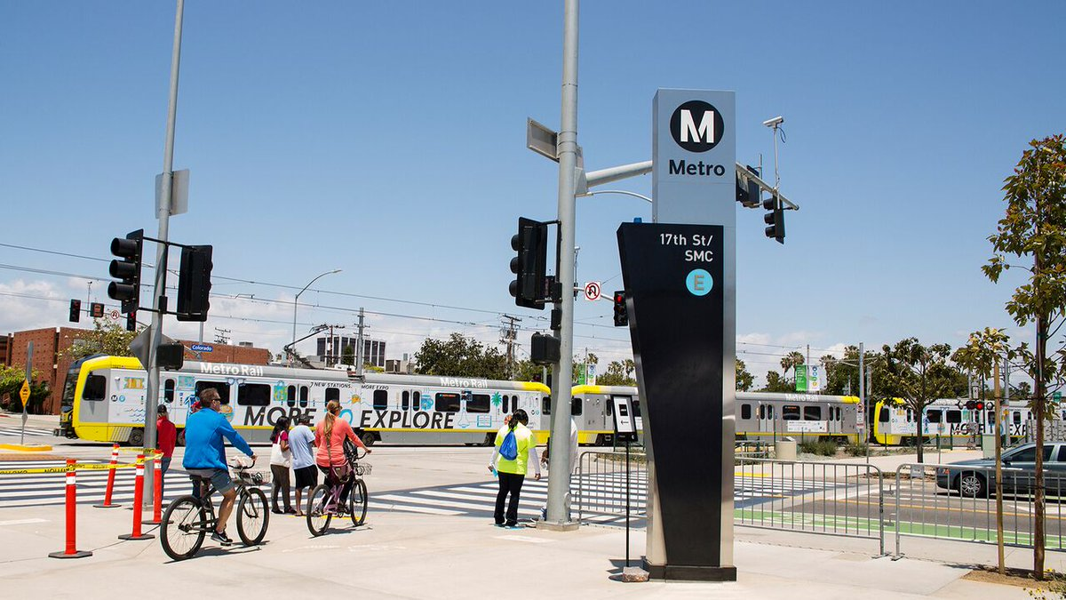 Summer streets in #SantaMonica are bustling! The best way to get to and around #SantaMonica is on transit. Grab a mask and avoid the hassle on the Metro Expo Line or Big Blue Bus or by bike or e-scooter.   Find out more at https://t.co/7vhYdkzfJv. https://t.co/WZ5AWQtt8J