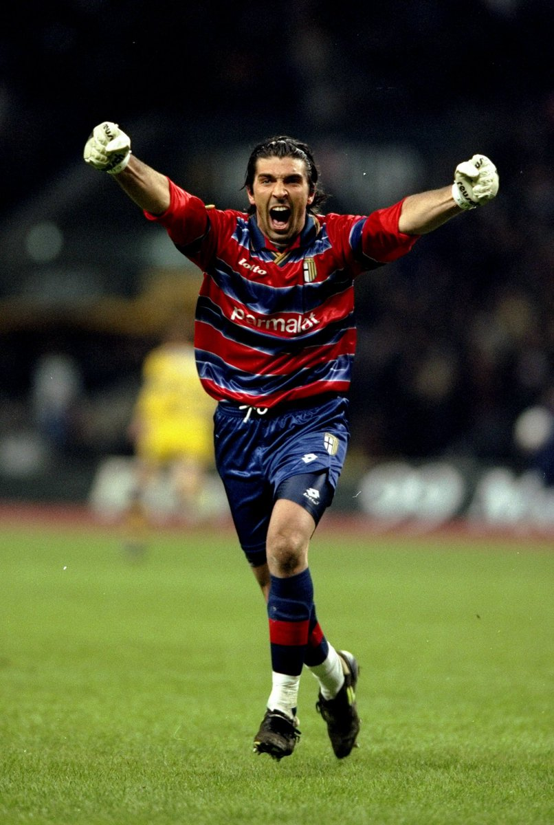 Gigi Buffon is close to join Parma! He could come back to the club where he started his career 26 years ago. 🇮🇹 #Buffon  Talks ongoing - Buffon received more than five proposals, one from Besiktas too but he's really tempted to sign for Parma with an ambitious project. 🧤 #Parma https://t.co/YyWU7I3ZE2