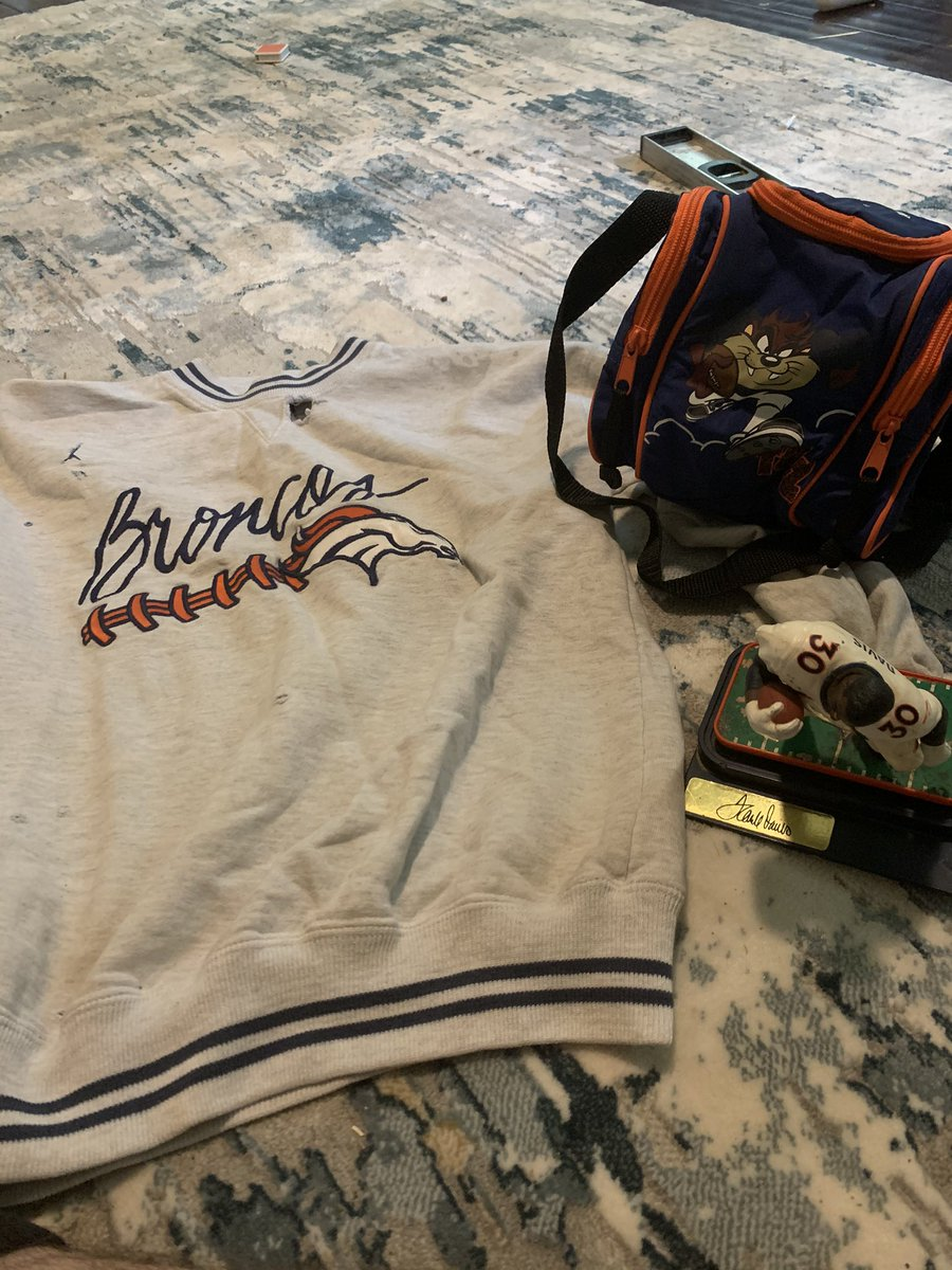 I encourage #BroncosCountry to respond with pictures of some of their favorite & personal Broncos memorabilia. These were my childhood favorites, what's yalls? https://t.co/eXdQ2SWyg4