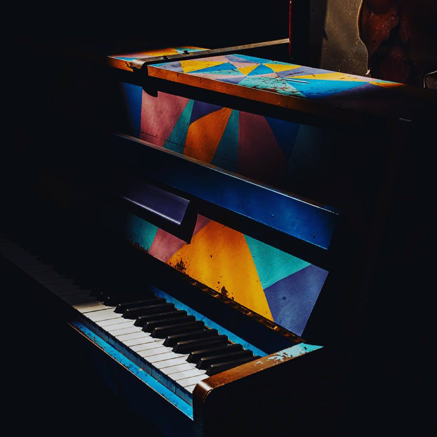 Nothing is ever black and white on the keys... to me it is all colorful 🎹🎨 https://t.co/WcQDmZdoWo