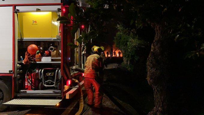 Grote brand aan de Opstalweg in Naaldwijk betrof brand in schuur waar camper vlam had gevat. https://t.co/NA6O60jSYI