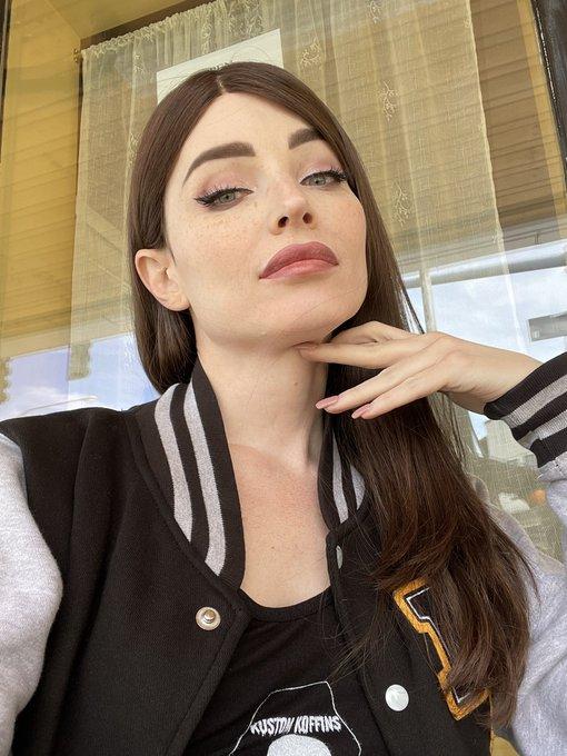 1 pic. Hot girl shit. https://t.co/H3Xb9K0dYO