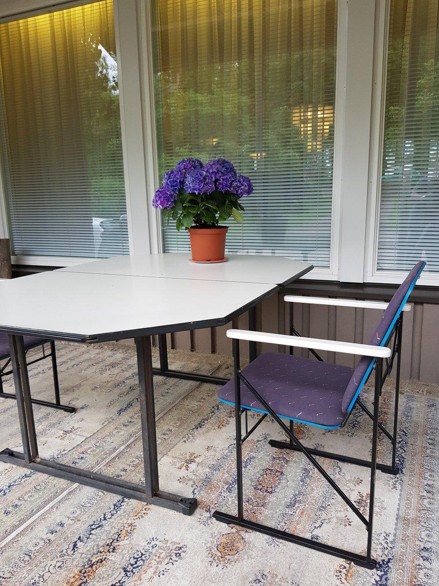 Sanokaas #design ihmiset millä nettialustalla tai muulla tavalla kannattaisi myydä Yrjö Kukkapuron #Avarte tuoleja 10 kpl ja 1 pöytä? Ehjiä on ja hyväkuntoisia. https://t.co/Eg5GRYGdlX