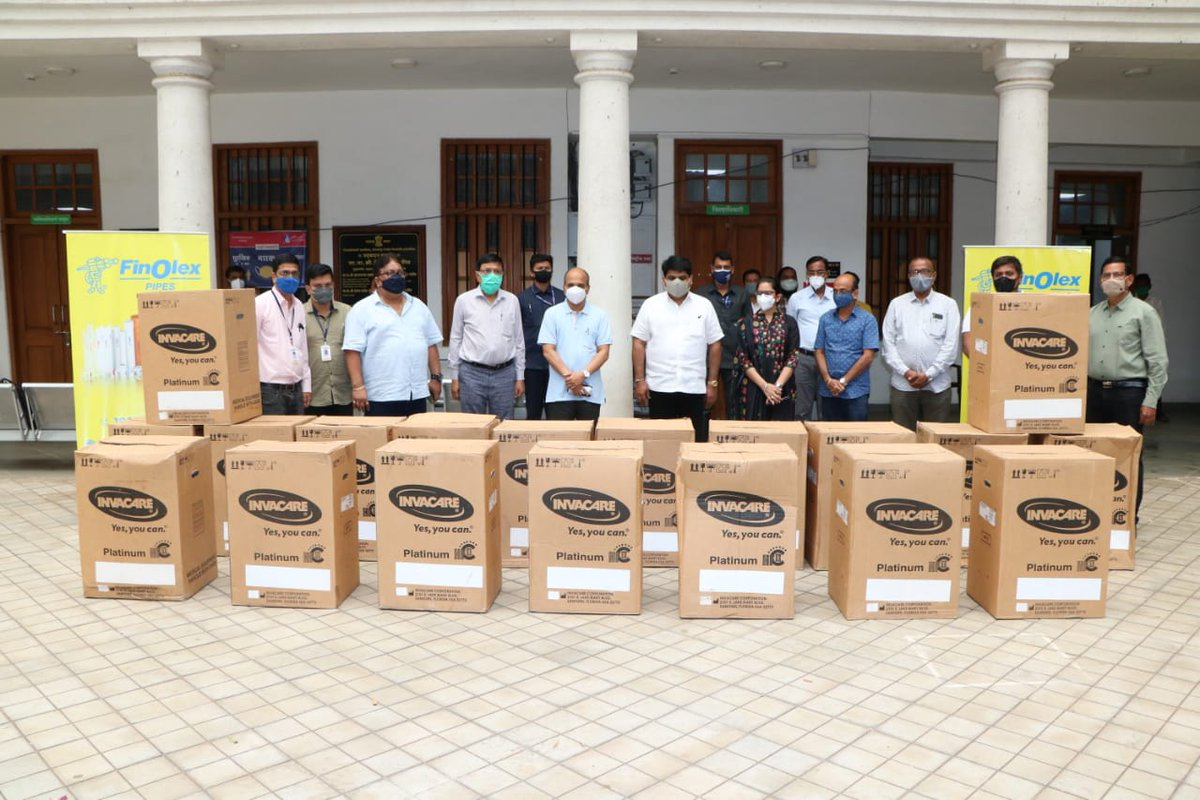 Received a consignment of 50 oxygen concentrators from @FinolexPipe  & @_mukulmadhav today, and handed them over to district administration.   Immensely thankful to Finolex & Mukul Madhav Foundation for reaching out to Kolhapur to support us in this difficult time. https://t.co/GJAYQXphUz