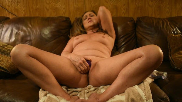 A hot new Jessie Reines video has been published! Check it out!  https://t.co/tlj2XPNzm3 https://t.c