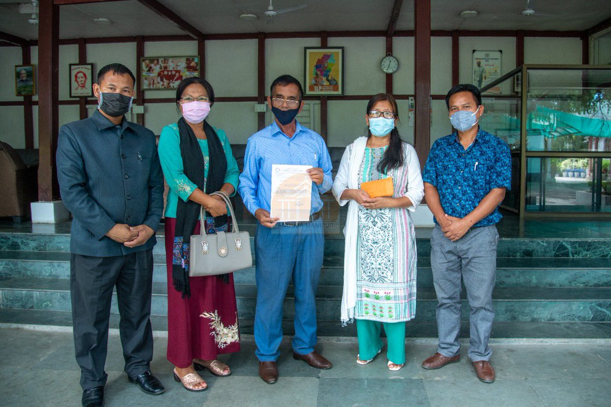 I'm thankful to the teachers of Lamka College, Churachandpur for donating your one day salary to the Chief Minister's Covid Relief Fund. Your generous contribution will be of great help in our fight against the Covid-19 pandemic. @VungzaginValte https://t.co/AnhE8w5Vet
