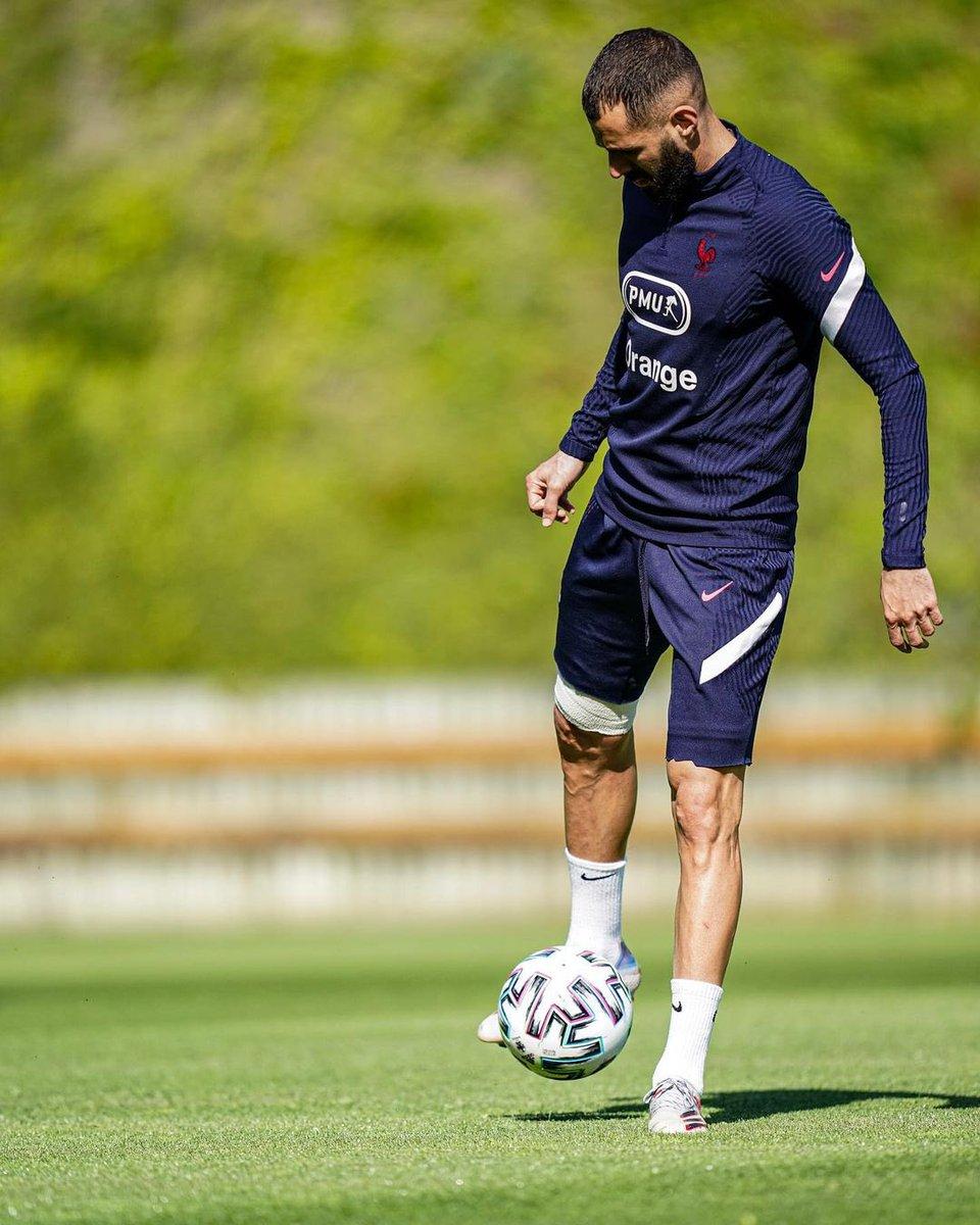 كريم بنزيما يعود للتدريب مرة أخرى على أرض الملعب عقب تعافيه من الإصابة ️🇫🇷