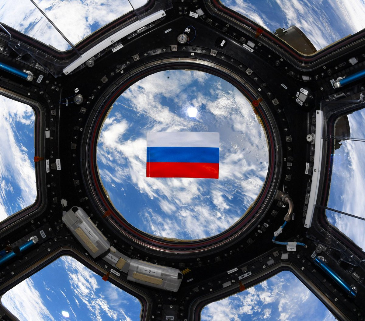 🚀🇷🇺 #RussiaDay is celebrated everywhere, even #space! Cosmonauts @novitskiy_iss & Pyotr Dubrov send congrats from @Space_Station!   👨🚀👨🚀 Our heartfelt feelings for the #Motherland grow with each passing moment, a sincere belief that #Russia is the dearest place on #Earth 🌏 https://t.co/1Aw8gFVjJs
