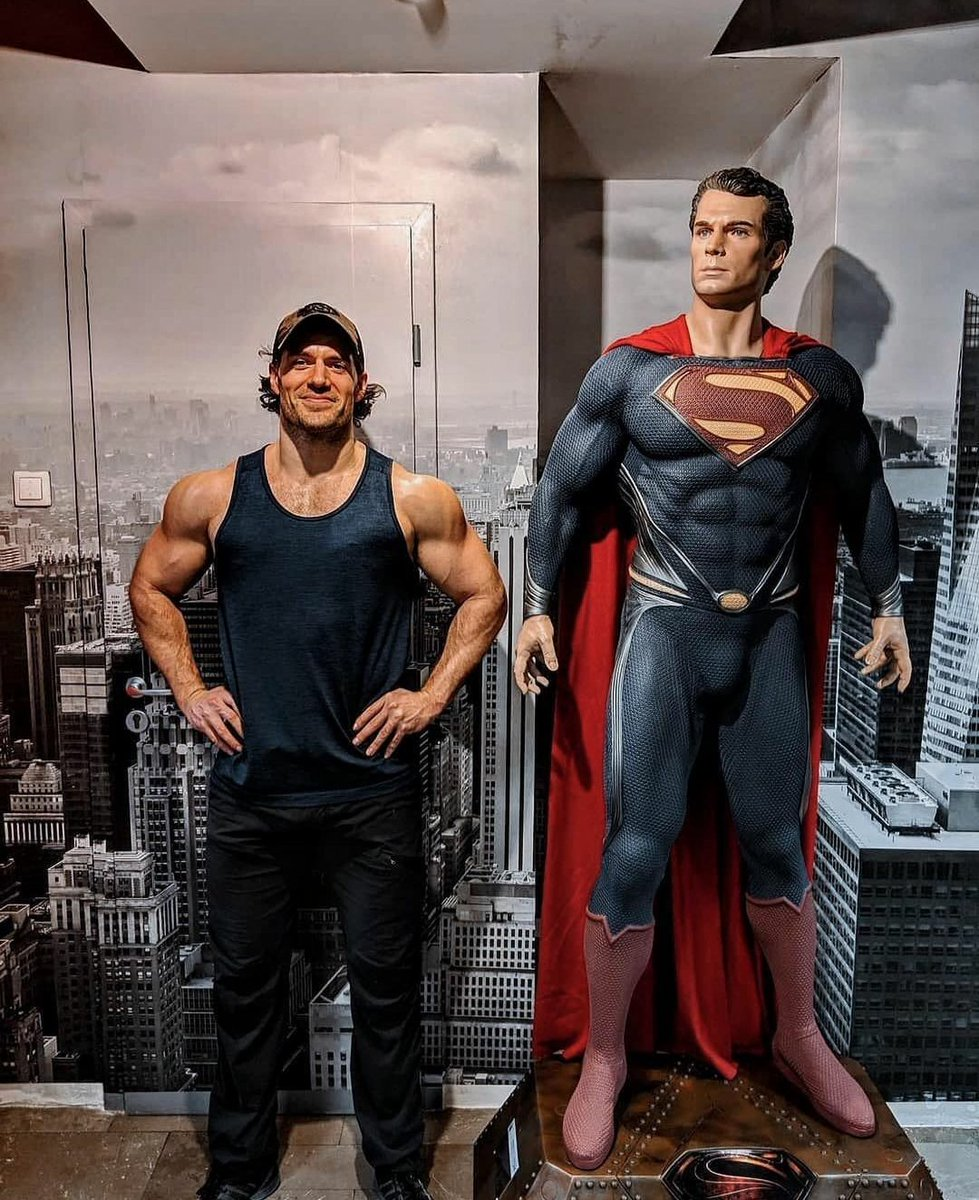 RT @AMagicWriter: Henry Cavill was born to play Superman and those are the facts.   #MakeManOfTomorrow https://t.co/1hdm6t3mFU