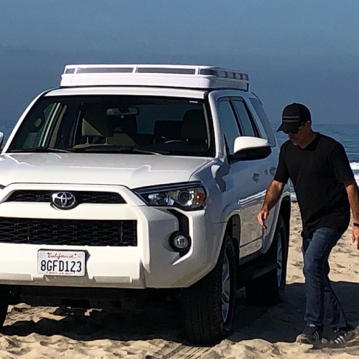 """Me and my buddy had to leave the concrete and make our way to the beach this weekend. And did we say we've now integrated """"Convoy"""" for 4Runner? #overlanding #beachlife #overlandinglife #4runner #sleek #beachparty https://t.co/X2MP0s3qXC"""