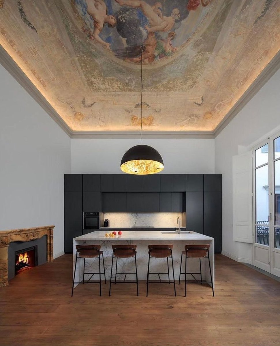 A Florence Apartment oozing elegance!  Designer @altus__lifestyle   Visit: https://t.co/qO1nRlEhQU  #florence #florenceapartments #apartmenttherapy https://t.co/Y1yiSlrJdf