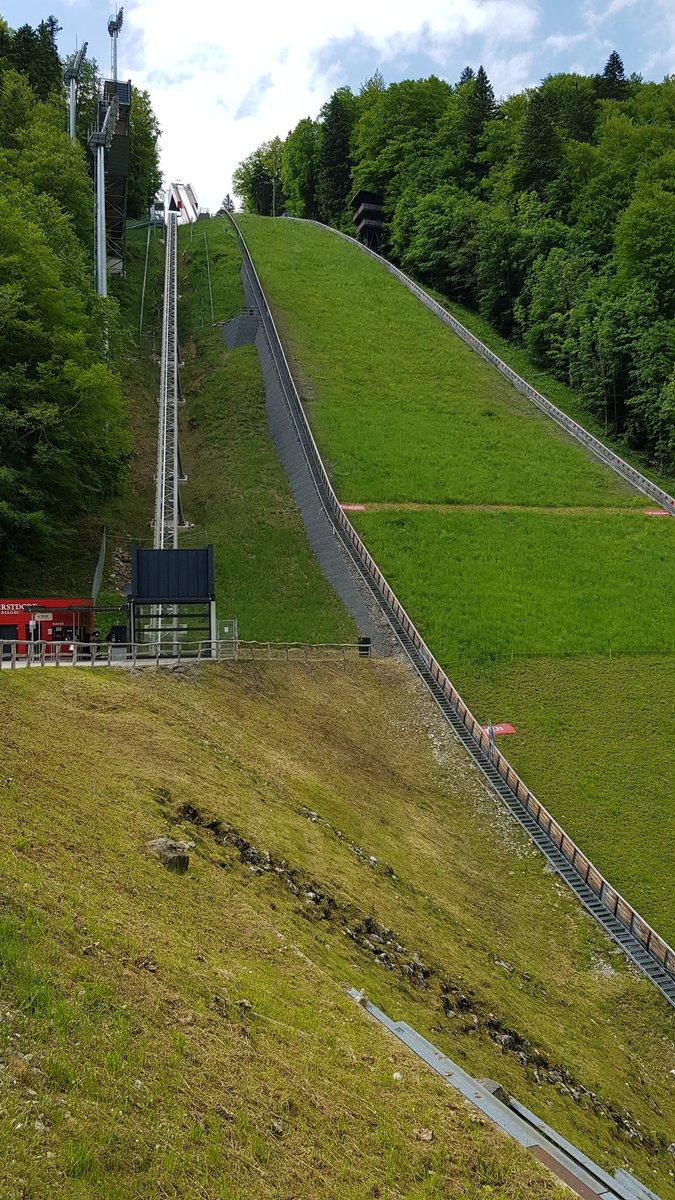 """Oberstdorf, вышка для """"летающих"""" лыжников. Вид снизу и сверху. https://t.co/Dm5HaIMWmN"""