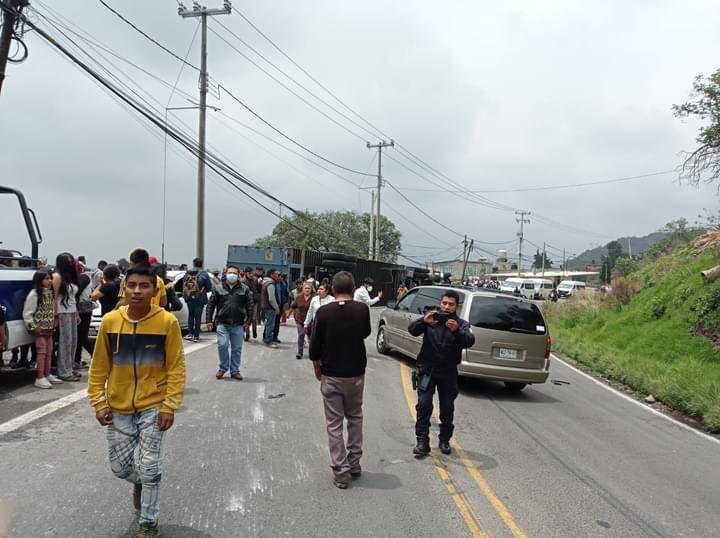 Videos: vuelca tráiler en la Naucalpan-Toluca; 1 muerto y al menos 15 heridos_02
