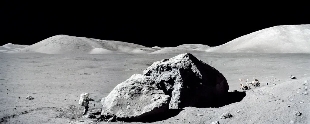 Stunning panorama of astronaut Harrison Schmitt exploring the surface of the Moon during Apollo 17! (Credit: NASA) https://t.co/QjIGW4clnE