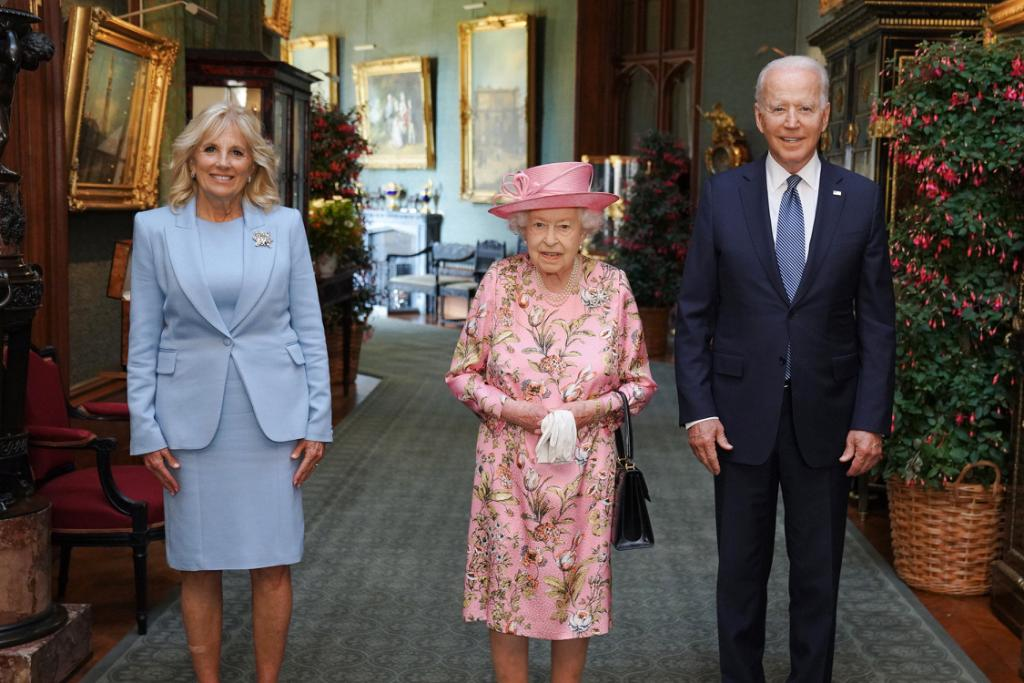 Honored to have met Her Majesty The Queen at Windsor Castle this afternoon. https://t.co/6GnDMpmQ7w