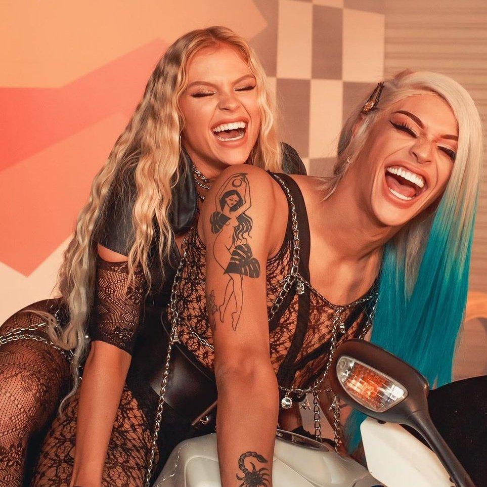 """🚨 Hoje, 14 de junho, se completam 2 anos desde o lançamento do hit """"Garupa"""", de Luísa Sonza e Pabllo Vittar. A música já soma mais de 45 milhões de plays no Spotify e 71 milhões de acessos no YouTube. https://t.co/eTMcA7pjWg"""