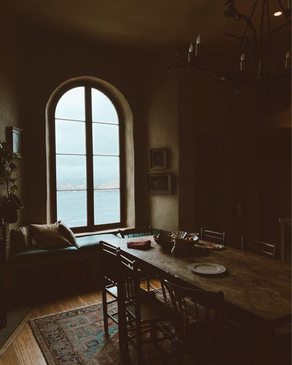 Bohemian coastal farmhouse vibes.   #kaiyo #buyused #gentlyused #apartmenttherapy #beachhouse #beachhome #homegoals #dreamhome #dreamhouse #kitcheninspo #kitchengoals #kitchentable #furniture #secondhand #furnishings #homedecorating #heyhomehey #bohemianhome #homedesign #homes https://t.co/mepewoxJJo