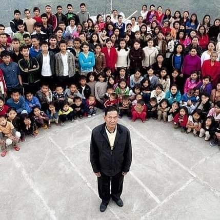 The head of the worlds biggest family has died at age 76 Photo