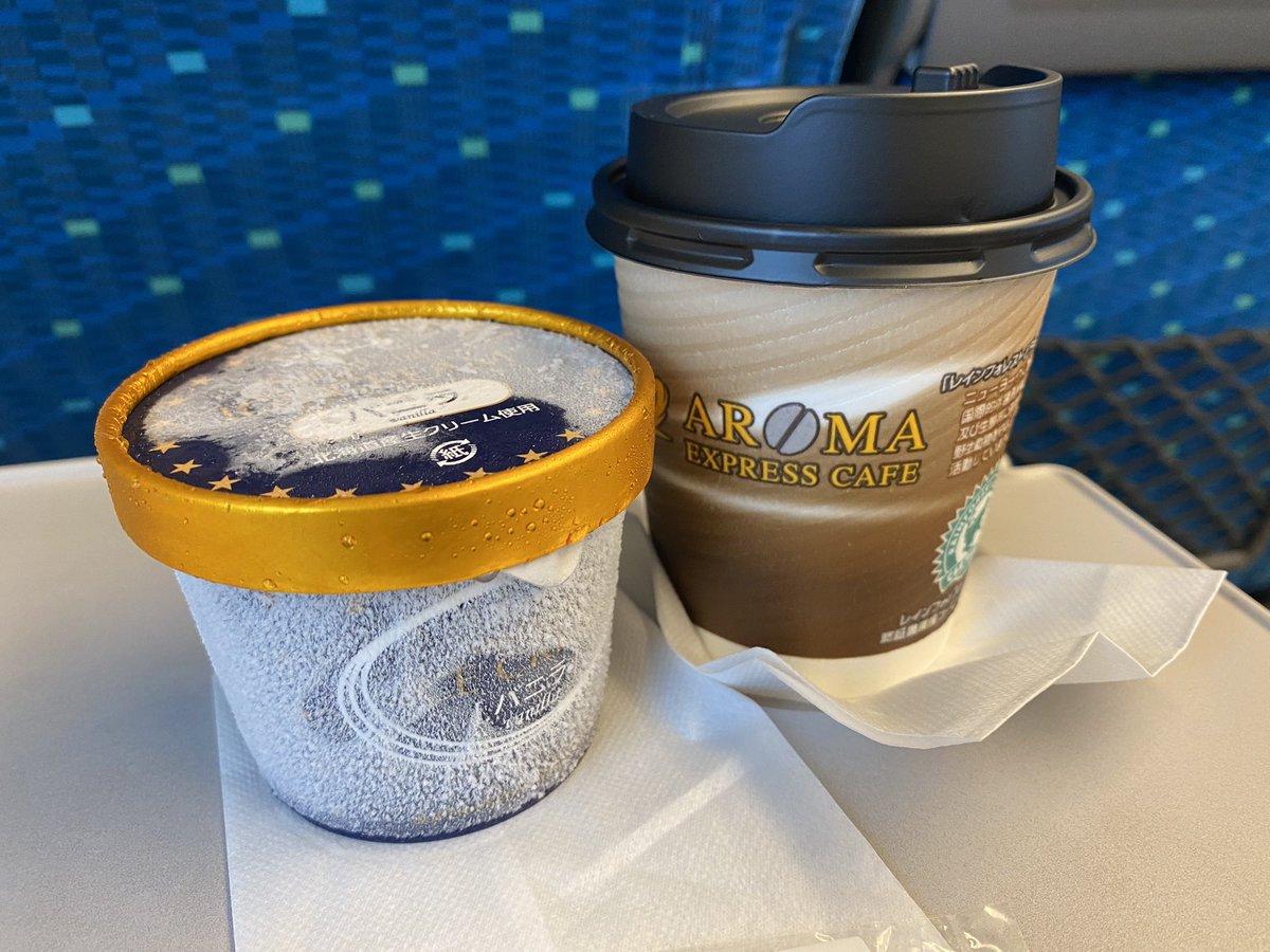 新幹線の固すぎるアイスの必勝法は、新幹線アフォガード!
