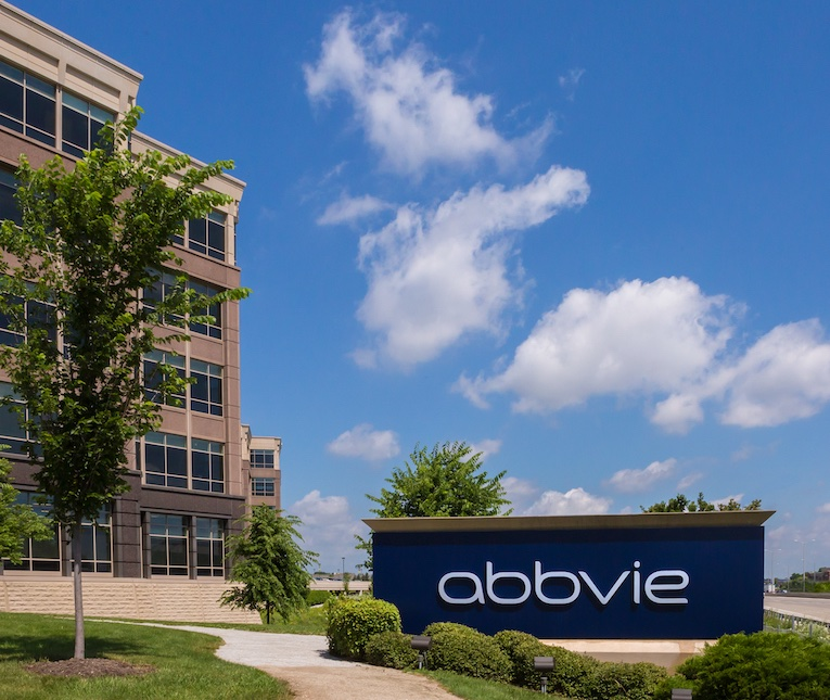 """""""My time working at AbbVie opened my eyes to the business side of things."""" Hear how Haley Calderon and other UIC students who held Sprinternships at @abbvie  gained new experience: https://t.co/NhPiKPLe8B (Photo © AbbVie Inc. All rights reserved.) https://t.co/P9xqrIjkp6"""