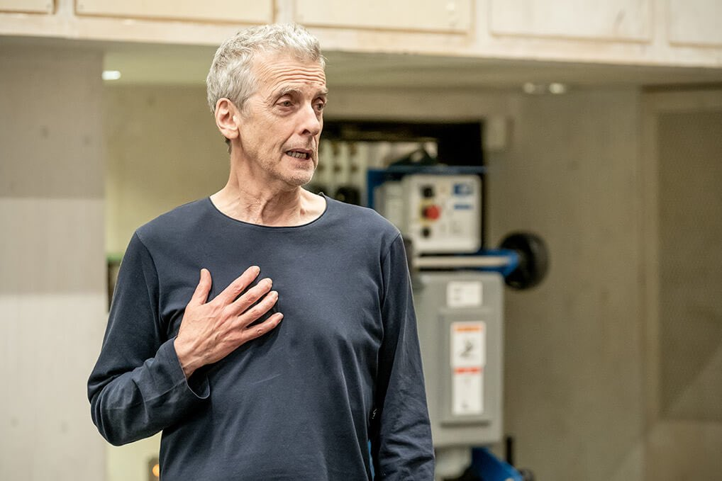 Aw, sweet! 🥰 Roland gives Marianne a kiss on the cheek! 😘💕 More photos of #PeterCapaldi and @ZoeWanamaker at rehearsals for #NickPayne's #Constellations. From the @DonmarWarehouse Gallery section. Photos are © @brennerphotos. Directed by @mrmrlonghurst. https://t.co/OjZIK9vWuI https://t.co/8QXHYl4Ugy