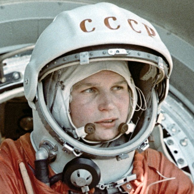 #MorningMorsels  Russian cosmonaut & engineer Valentina Tereshkova became the first woman to fly to space on this day in 1963. The only woman to fly to space solo, she orbited Earth 48 times for 71 hours aboard the Vostok 6.   #HERstory #WomeninSTEM #WomeninScience https://t.co/o40j40l9Bi
