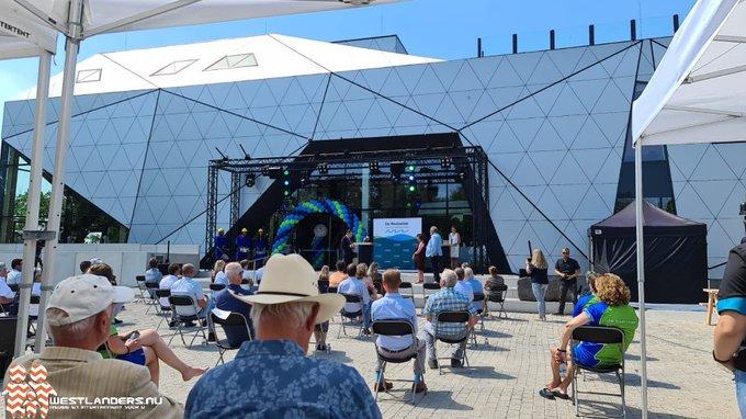 Zwembad de Boetzelaer officieel geopend https://t.co/dgVXvT52M4 https://t.co/fQr4FLdVOB