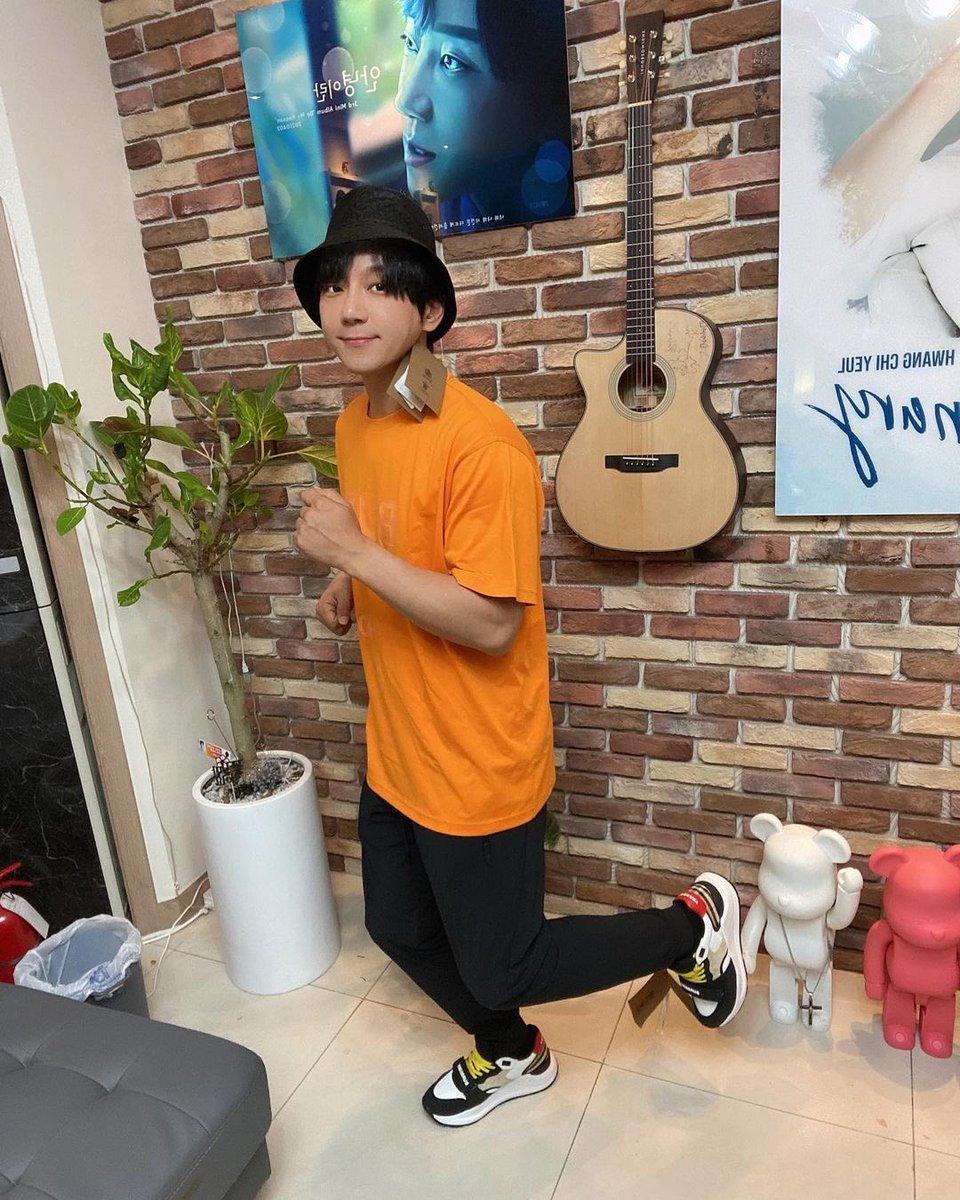 IG update The songwriter's surprise gift #Thank you #I'll do my best #Touched  🔗 https://t.co/AXcygTNvs8  #황치열 #hwangchiyeul #黄致列 #hwangchiyeul #chiyeul https://t.co/TMx1f7WxEa