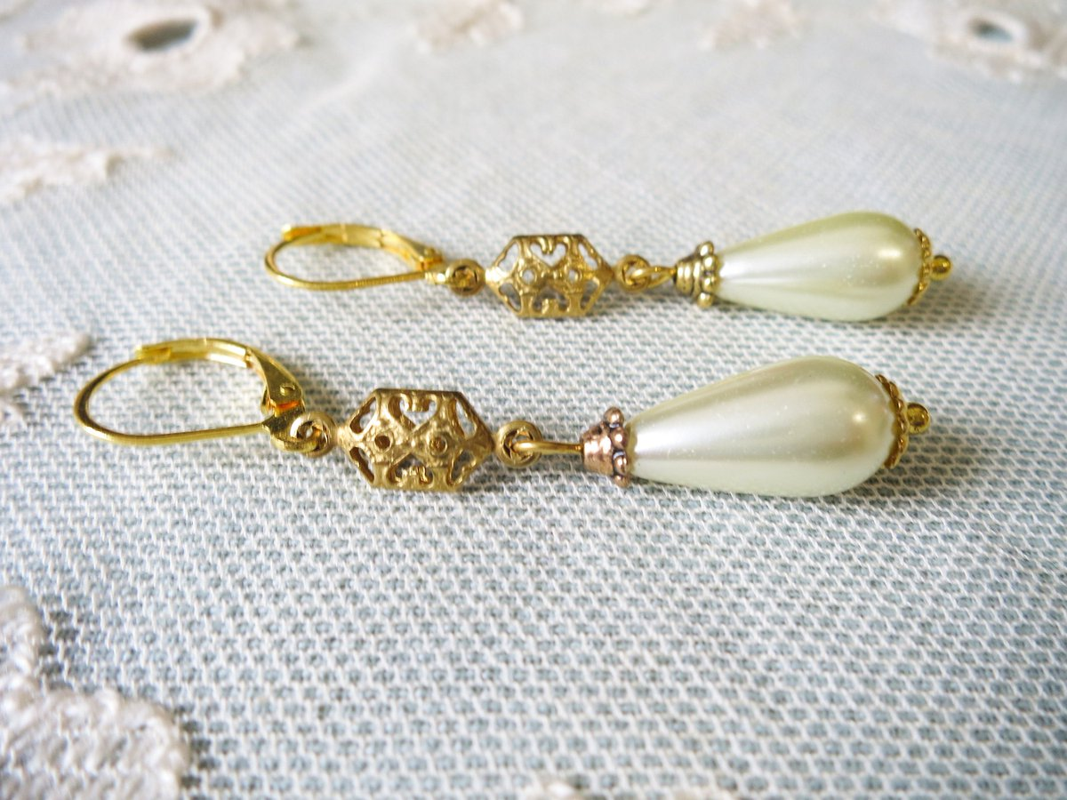 Thanks for the great review Hayley ★★★★★! https://t.co/2Y4xt91K7X #etsy #MHHSBD #TheCraftersUK #UKEtsyRT #UKSmallBiz #UKCraft #CraftBizParty #handmade #shopsmall #UKBiz  #shoplocal #earrings #handmadeinuk #bridetobe #bridal #bride #weddings #pearls https://t.co/r29Bv0WvmL