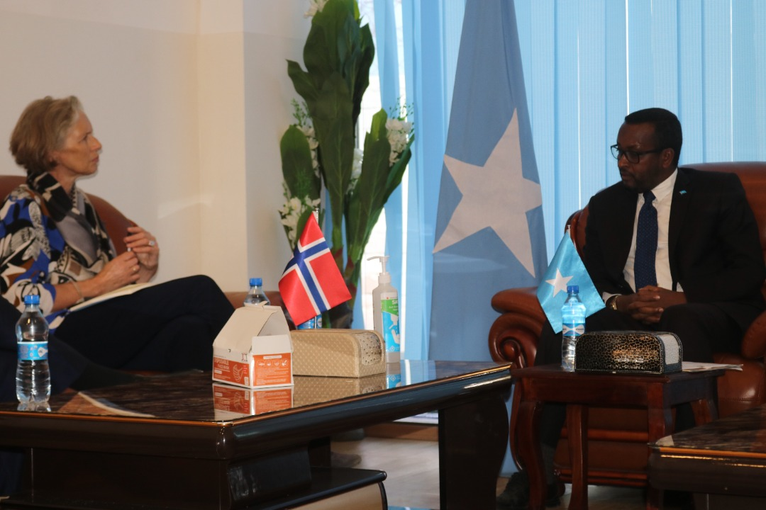 The State Minister for Foreign Affairs, H.E. Balal Cusman, received on Wednesday the #Norwegian Ambassador, H.E. Elin Bergithe Rognlie, and discussed with her the strengthening of relations as well as the reopening of a diplomatic mission in #Somalia. 🔗➡https://t.co/BCF0xZx9Fo https://t.co/wlPjBzhnFm