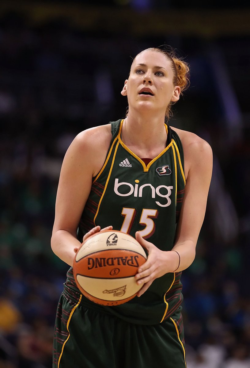This week on WNBA Weekly, @laurenej15 joins the show to discuss her Hall of Fame selection and life in Australia!  Tune in to @NBATV tonight at 6pm/ET 📺 https://t.co/ES85AJlqog
