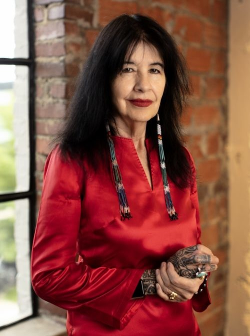 #HerStory Joy Harjo is a poet, musician, playwright, and author. Harjo is a member of the Mvskoke Nation and belongs to Oce Vpofv (Hickory Ground.) She is also the first Native American United States Poet Laureat... #poet #musician #writer #author #quotes #strongwomen #indigenous https://t.co/kIi5HvLfk6