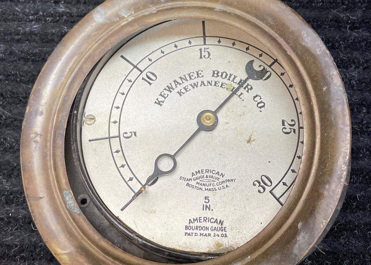 Finished working a vintage gauge restoration for a future project…………#vintage #steampunk #edison #industrialdesign #lamp #oldpunkjunk