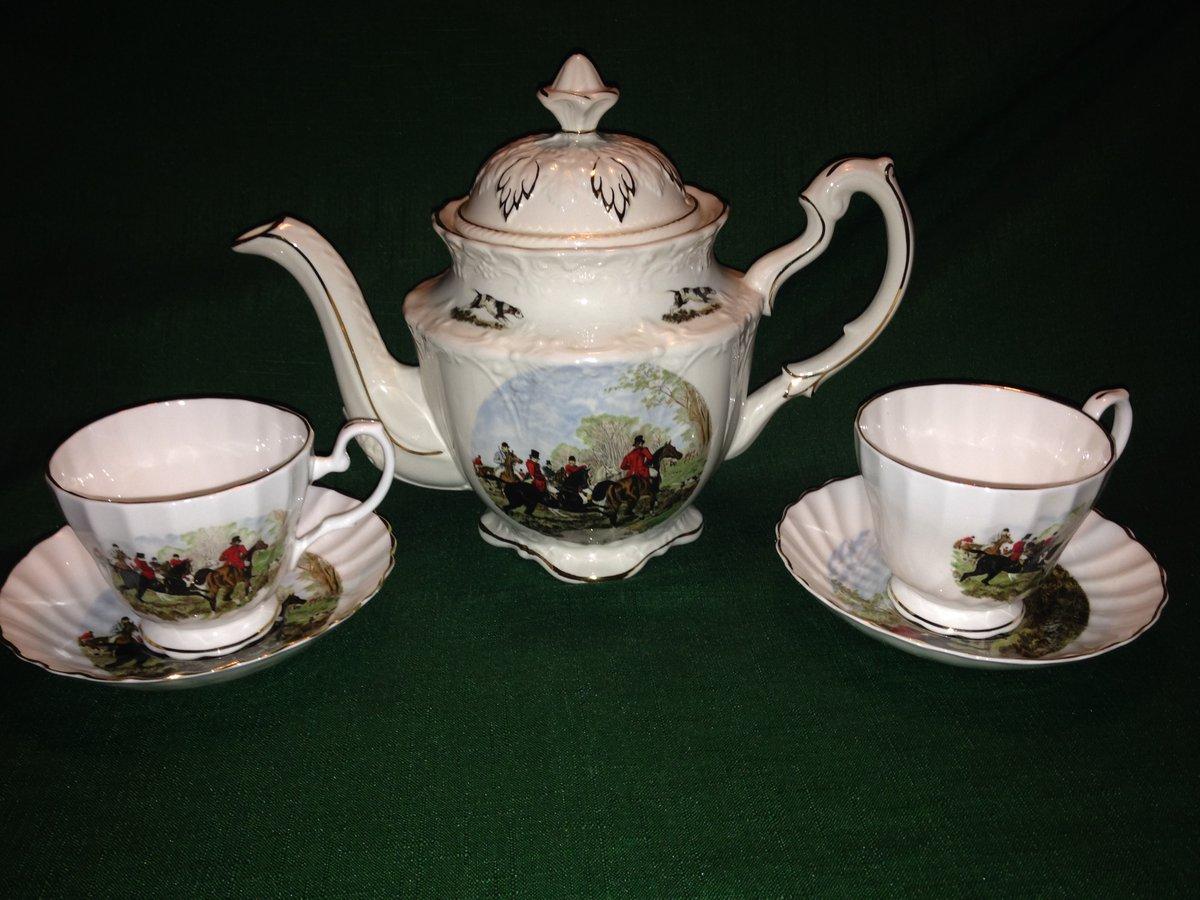 Random: Tea set from my mother's cabinet   #NameThatTune #teapot #horsemen #china https://t.co/AeWn5pgjwt