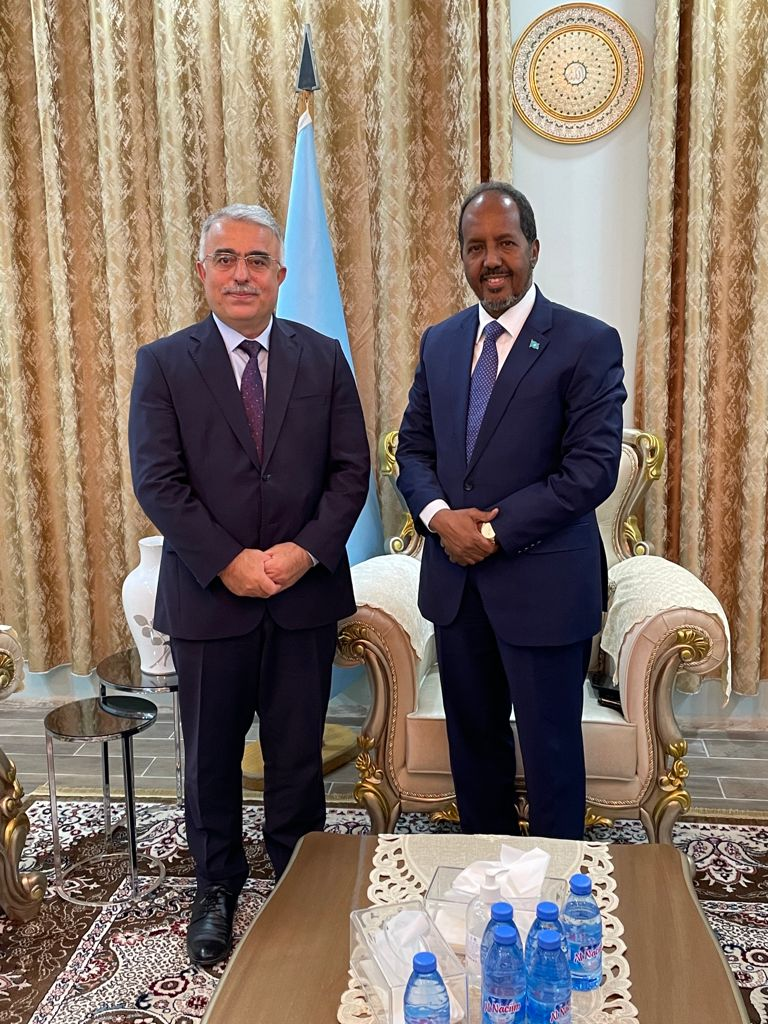 Pleased to meet with H.E. Hassan Sheikh Mohamud, Former President of the Federal Republic of Somalia. Had the opportunity to discuss political developments in Somalia and 🇹🇷-🇸🇴 relations. @HassanSMohamud https://t.co/LfF5OOWtgp