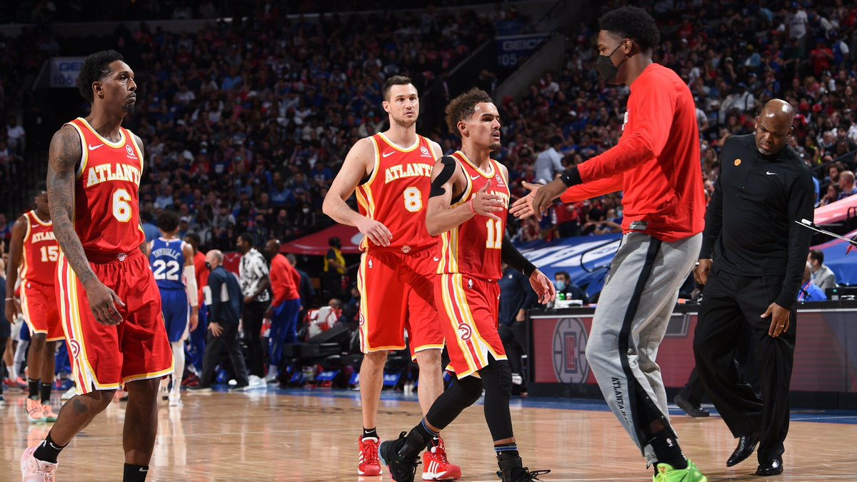 The @ATLHawks were down by 22 at halftime and won, giving them the 3rd largest 2nd half comeback in #NBAPlayoffs history. @EliasSports   CLE against IND in April 2017: 25 point halftime deficit LAC against GSW in April 2019: 23 point halftime deficit https://t.co/jIhTybH5Jk