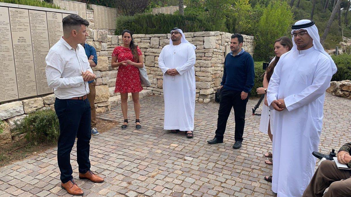 """التقت مجموعة ناشطين اجتماعيين من دول عربية مختلفة في متحف """"ياد ڤاشيم – الهولوكوست """" في اورشليم…"""